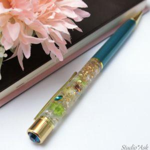 本年もよろしくお願いいたします。ハーバリウムボールペン、レジンバージョン、久しぶりに自分用に作りました。