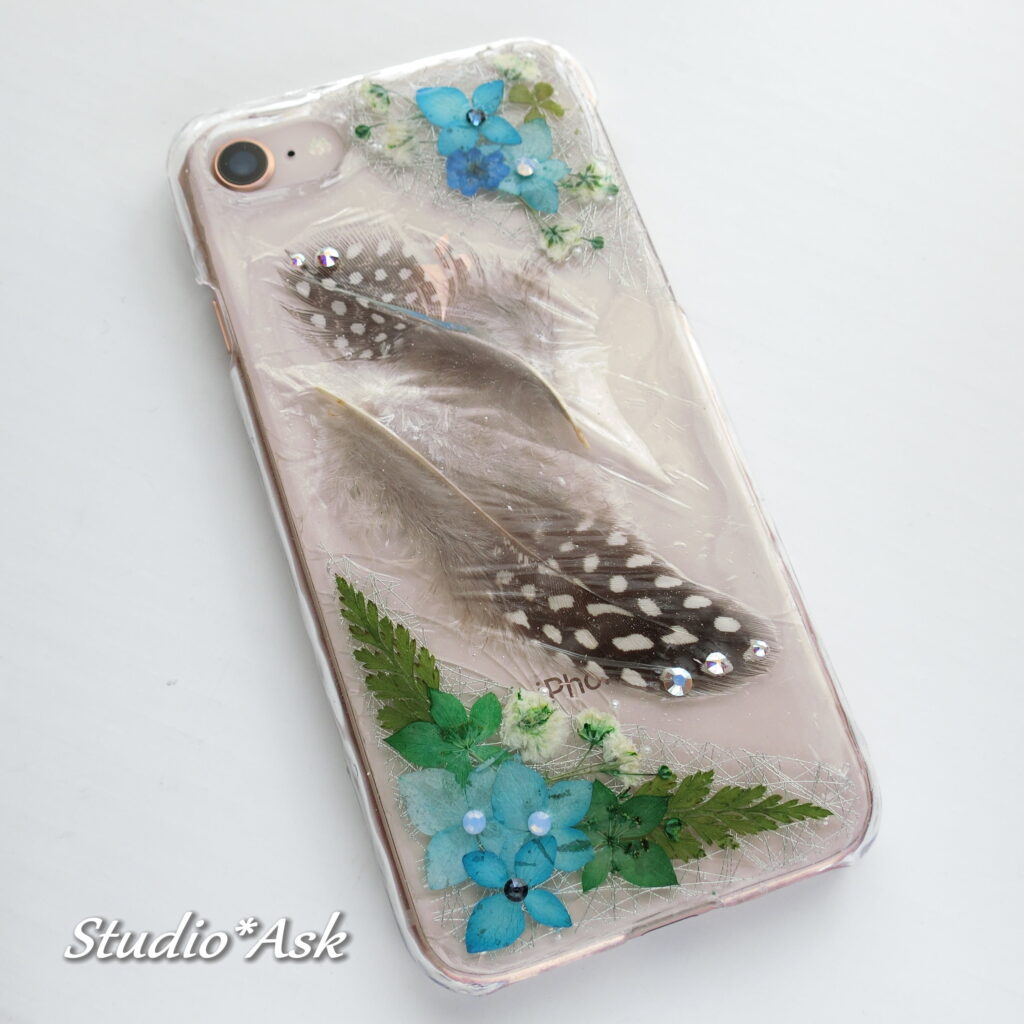 あじさいとホロホロ鳥の羽の和風 スマホケース IPHONE8